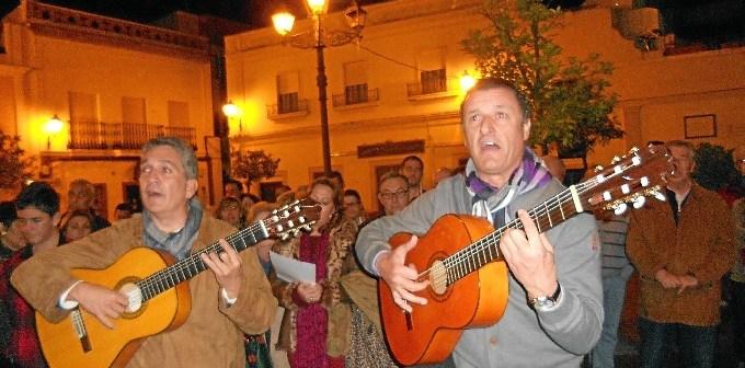 La Familia Ramos,Paco Maraver y Pepe Ramos, cantando la Salve.