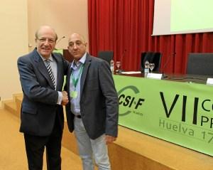 El nuevo responsable provincial del CSIF con el alcalde de Huelva.