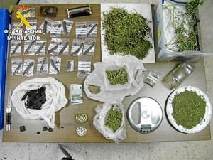 Material y productos intervenidos a los detenidos.
