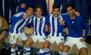 Jugadores del Recreativo celebrando la victoria en el vestuario de Soria.