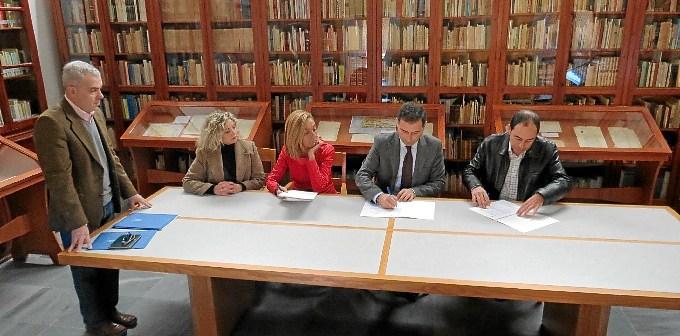Firma de la entrega del legado.