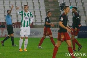 Xisco, delantero del Córdoba, celebra el gol ante el Recreativo. (Madero Cubero)