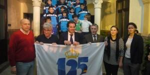 Bandera del 125 aniversario al Ayuntamiento de San Juan del Puerto.
