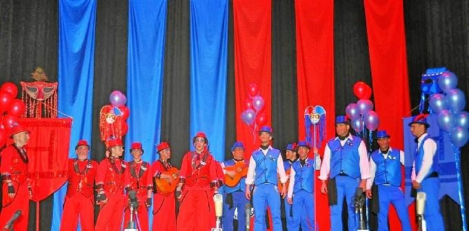 Azul y Rojo Comparsa