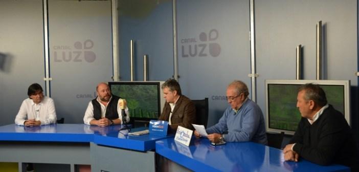 Pablo Comas y Gabriel Cruz, en la tertulia de Canal Luz Huelva.