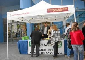 El concejal de Consumo, Jose Manuel Raya ha atendido a muchas de las personas que se han acercado a la mesa