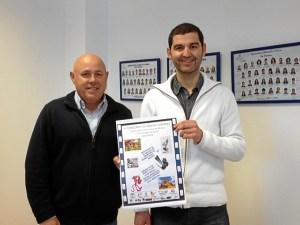Emilio Bogarin y Ruben Gonzalez muestran el Cartel del Concurso