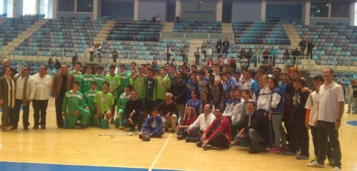 Participantes en el I Torneo de Futuras Promesas de baloncesto.