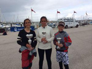 Ana Burgos, Carmen Castillo y Pepe Toronjo, regatistas de Punta Umbría.