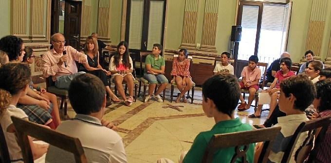 Encuentro alcalde concejales de barrio y pleno infantil (1)