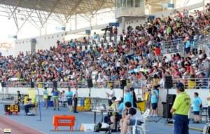 Numeroso público en las gradas del Estadio Iberoamericano (Espínola)