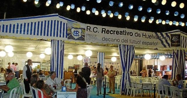 Caseta del Recreativo de Huelva en el recinto de las Fiestas Colombinas.