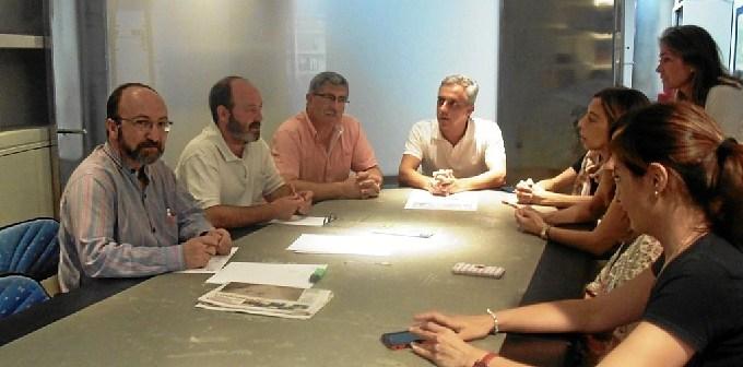 Pedro Jimenez y Juan Manuel Arazola con trabajadores EMV01