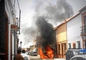 coche arde en la Palma del Condado-03107
