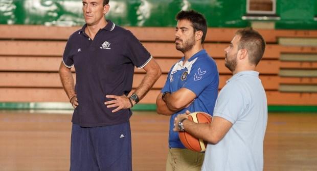 Hugo Pinto y Carlos Vallés junto a Gabi Carrasco.