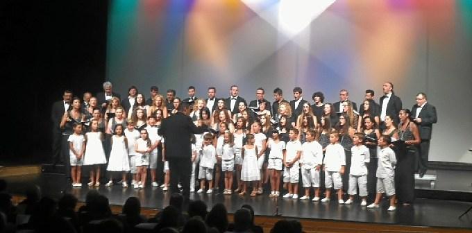 Las tres formaciones cantaron el Himno a Isla Cristina escrito en 1923