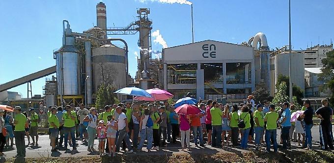 Imagen de archivo de las protestas en Ence Huelva por el cierre de la planta de Celulosas.
