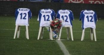 Homenaje a los cuatro aficionados del Recreativo fallecidos en 2008.
