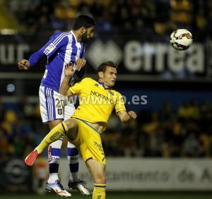 Menosse en un salto ante David Rodríguez.