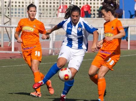 Martín Prieto, jugadora del Cajasol Sporting, ante la Real Sociedad.