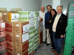 El Alcalde entrega 2 toneladas de alimentos para el Sahara
