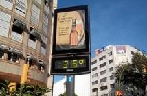 35 grados marcaba este domingo uno de los termómetros situados en la Plaza Quintero Báez.