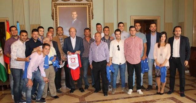 Recepción en el Ayuntamiento al CD Los Rosales.