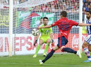 Roberto Torres batiendo a Sotres.