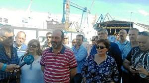 P. Jimenez, con trabajadores de Astilleros - copia - copia