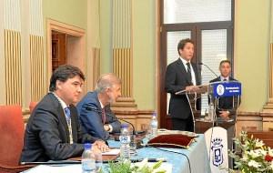 Cruz nuevo alcalde Huelva (3)