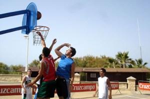 Baloncesto tres por tres en Islantilla.