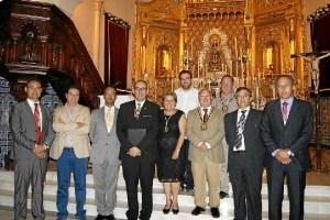 La Alcaldesa y el Primer Teniente de Alcalde y el resto de ediles junto al Exaltador y lel Hno Mayor d ela Hermandad entre otros