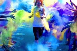Polvos de colores en Islantilla.