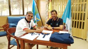 Firma del convenio entre el CD Náutico de Punta Umbría y la marca italiana Errea.