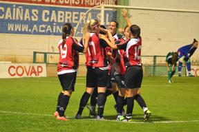 Jugadoras del Cajasol Sporting celebrando un gol.