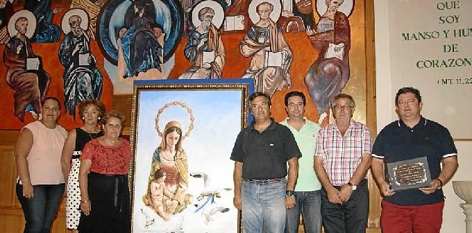 La Aldaldesa junto al resto de ediles y el autor del cartel