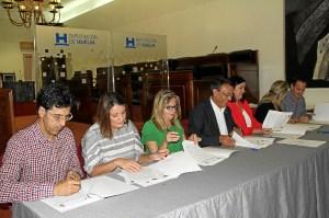 Alcaldesa de Almontefirmando convenio PFEA 2015
