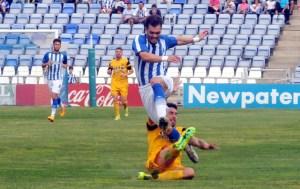 Cristian Fernández, intentando irse en velocidad. (Espínola)