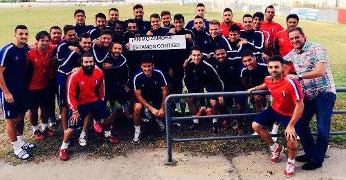 Plantilla del Recreativo de Huelva, enviándole un mensaje de ánimo al lesionado Zamora.