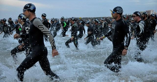 Tramo de natación del II Iberman Eurociudad del Guadiana. (Rúa)