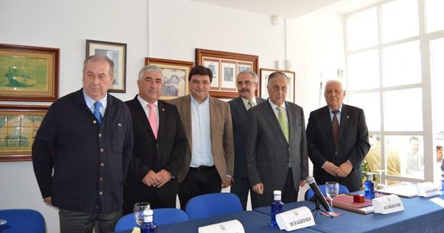José María Segovia y Enrique Pérez Viguera, socios de honor del Real Club Marítimo de Huelva.