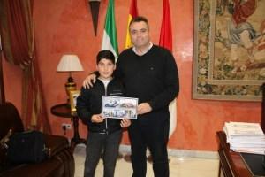 Joven piloto palmerino Rául Pérez recibido en el Ayuntamiento.
