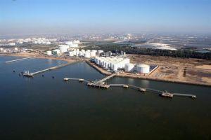 vista del puerto de huelva 800