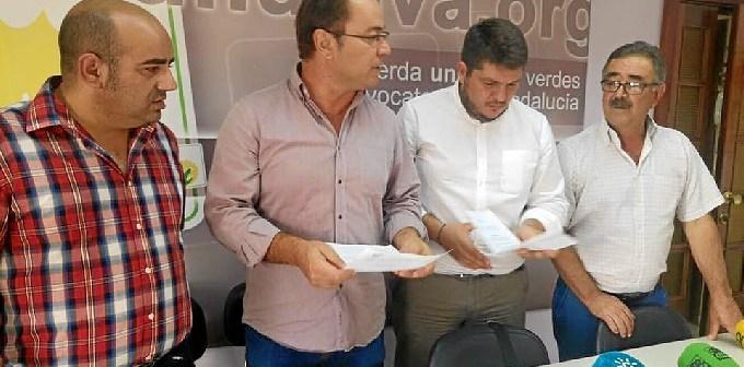 Francisco Javier Camacho con alcaldes de IU en la provincia de Huelva