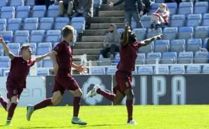 Jugadoras del Jumilla celebrando el gol de Paolo. (Espínola)