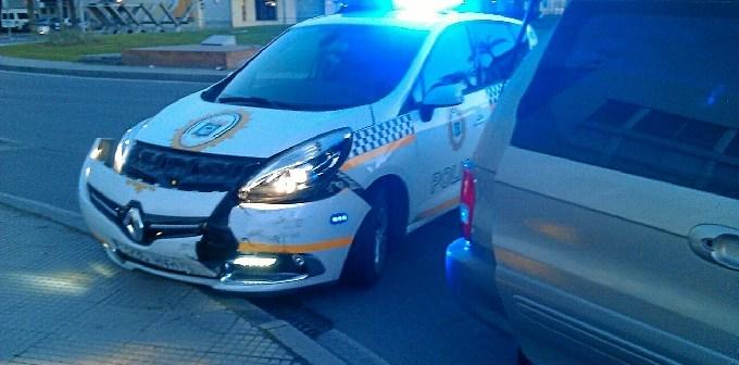 coche policia local huelva embestido 60220-WA0018