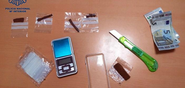 Droga y objetos intervenidos