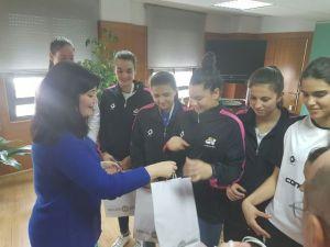 Recepción al CB Conquero por parte de la delegada de Deportes de la Junta de Andalucía.