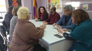 Inmaculada Nieto y dirigentes de IU Huelva con Plataforma A Tu Lado