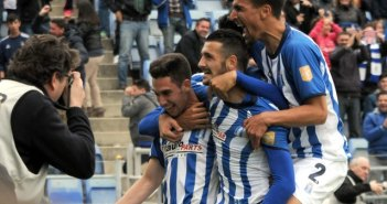 Jugadores del Recreativo celebrando la victoria ante el Marbella. (Espínola)